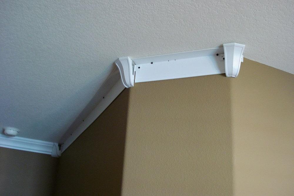cacher des fils au plafond